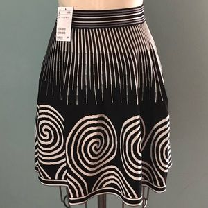 NWT Black and White Graphic Skirt | Size 10
